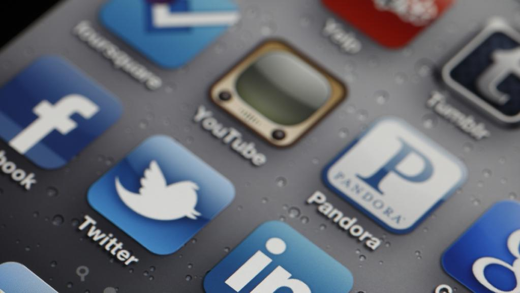 Here's what happens if you limit people to 15 minutes of social media per day